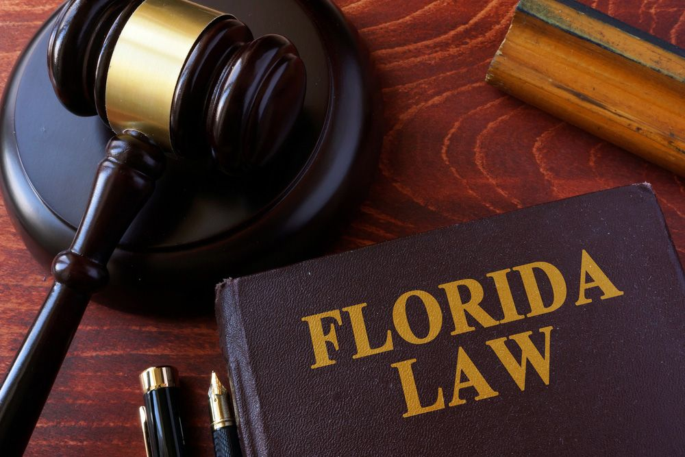 A gavel and Florida Law Book