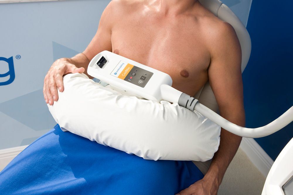 man relaxing at a medspa receiving CoolSculpting treatment