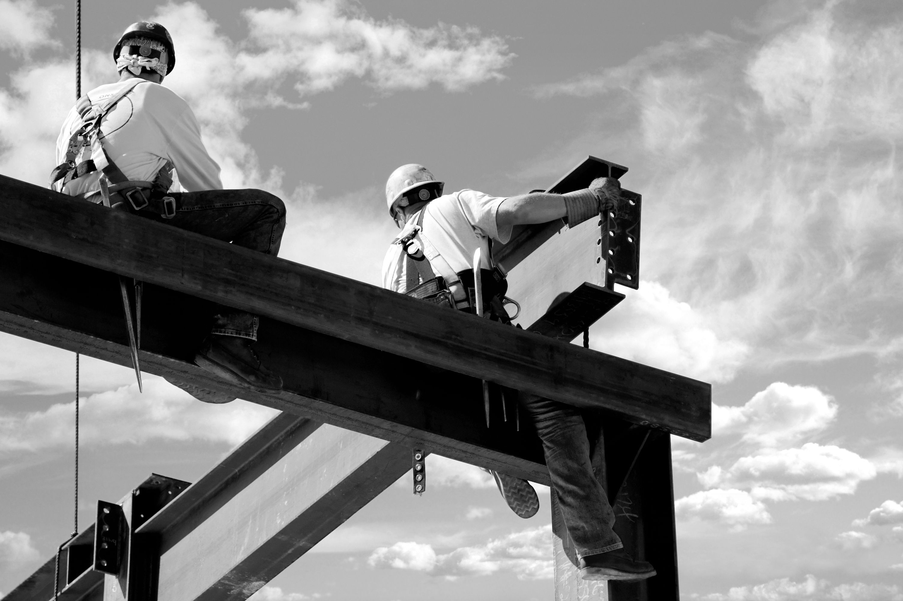 Construction workers at risk of falling from steel beams
