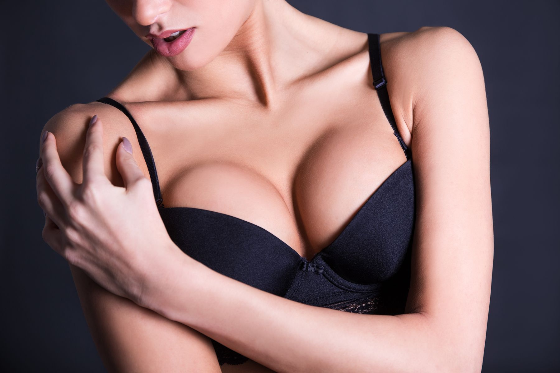 How To Look Chic With Big Boobs