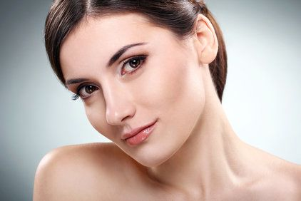 woman without wrinkles and skin folds around mouth and nose thanks to the radiesse filler
